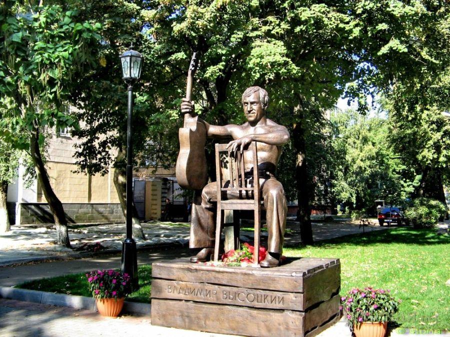 Памятник Владимиру Высоцкому фото