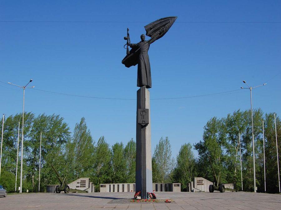 Памятник воинам Мотовилихинского завода фото