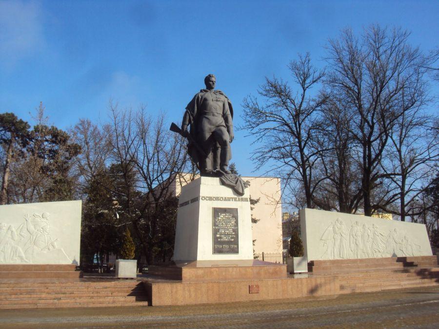 Памятник советским воинам-освободителям фото