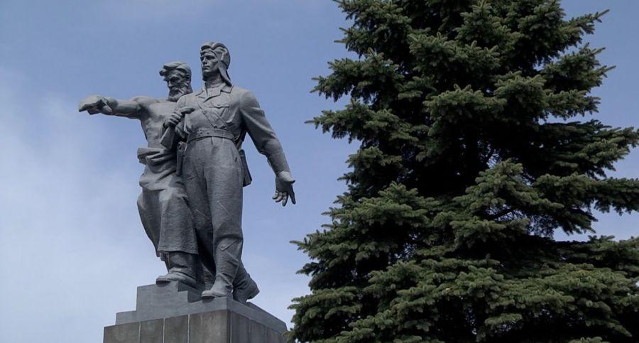 Памятник воинам Уральского добровольческого танкового корпуса фото