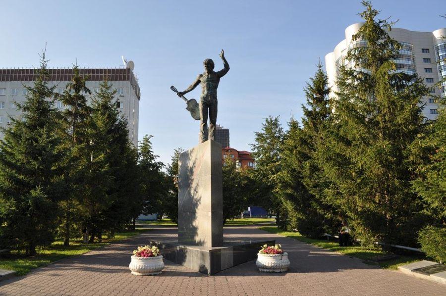 Памятник В. С. Высоцкому фото
