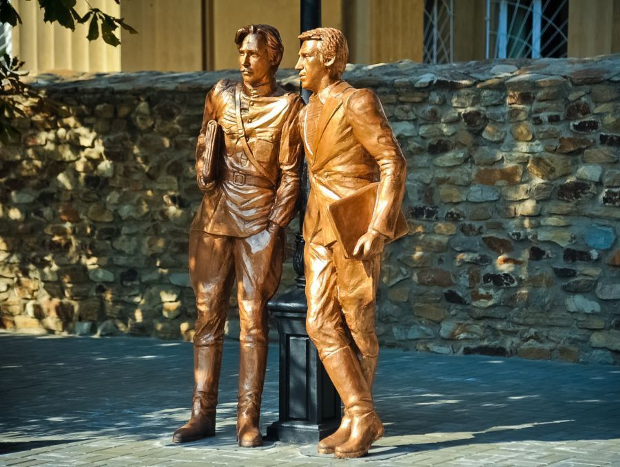 Памятник Жеглову и Шарапову фото