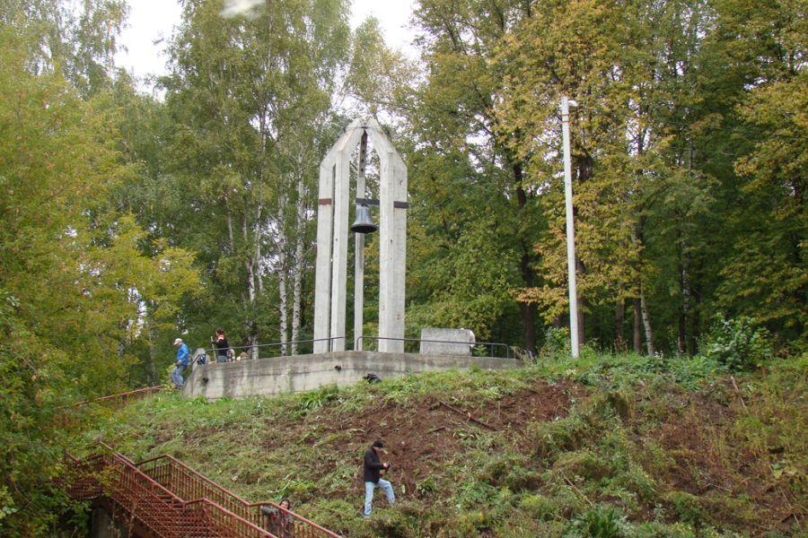 Памятник жертвам политических репрессий фото