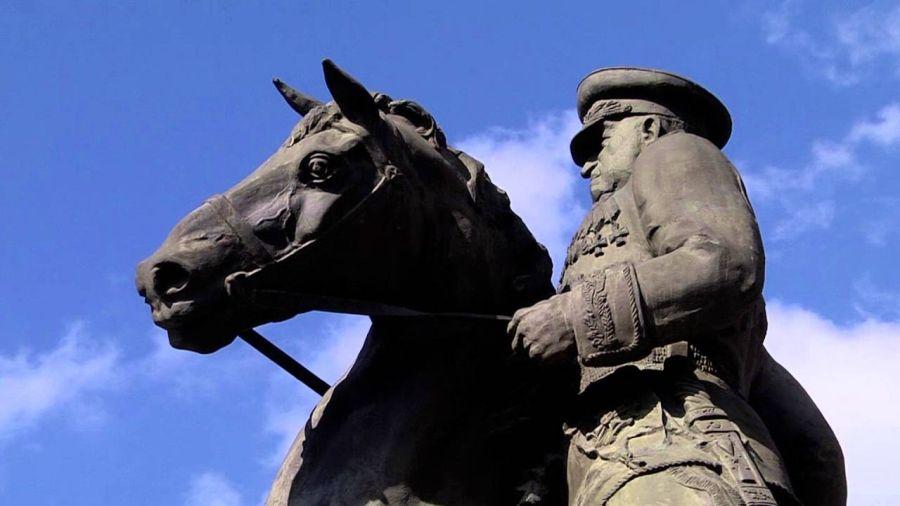 Фотография Памятник маршалу Жукову
