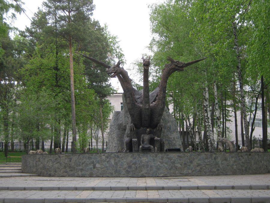 Памятник Змею Горынычу и Кощею фото