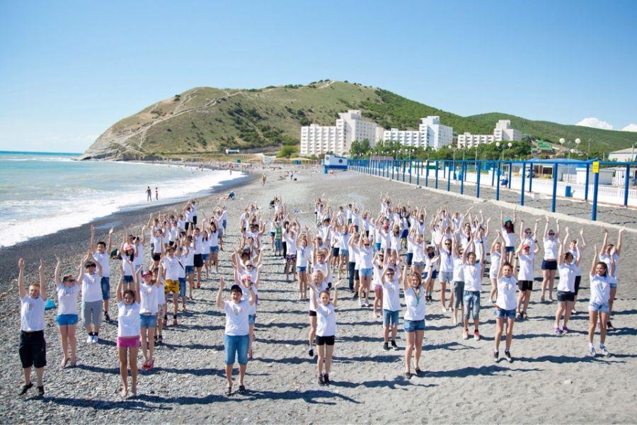 Пляж детского лагеря Смена фото