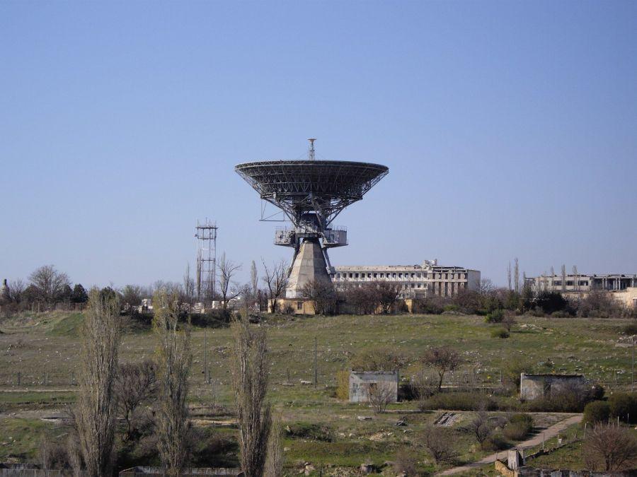 Радиотелескоп ТНА-400 в Школьном фото