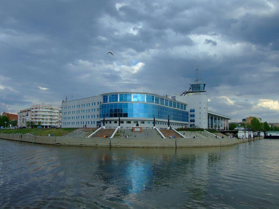 Фото речного вокзала города Омска