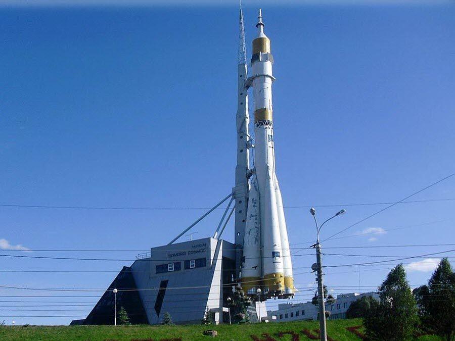 Фото Памятный комплекс ракеты-носителя «Союз»