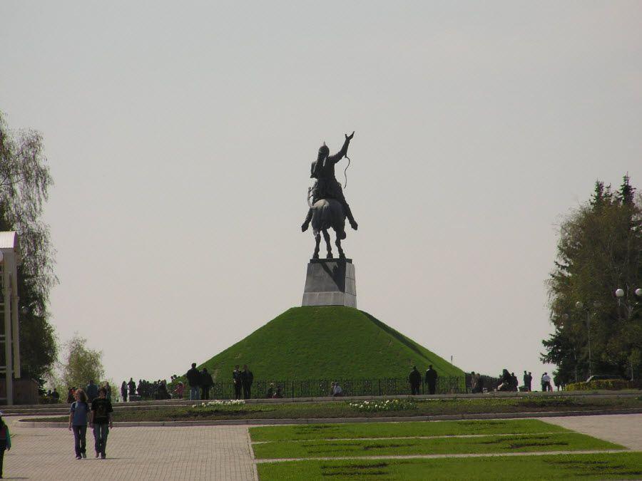Фото парка, в котором расположен памятник Салавату Юлаеву