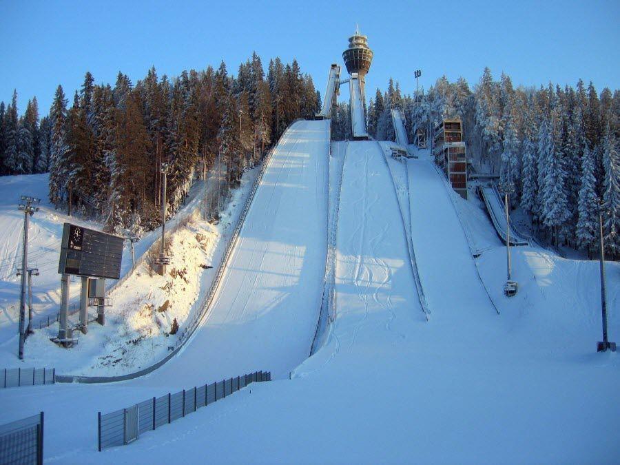Лыжный трамплин в горах Лапландии фото