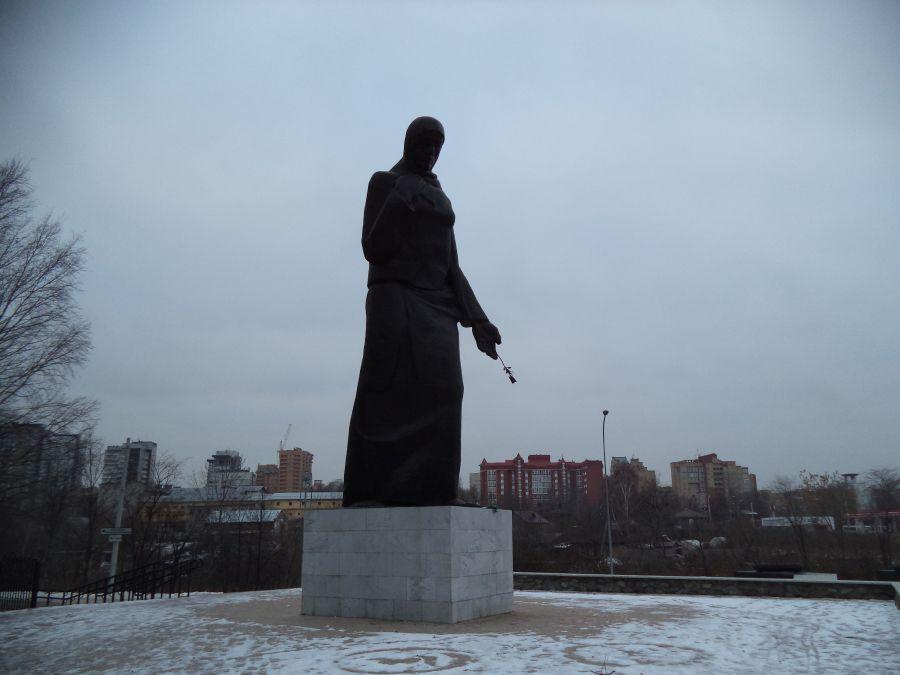 Памятник Скорбящая мать фото