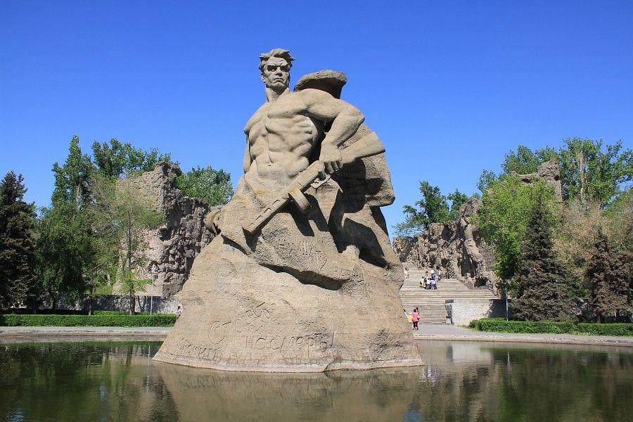 Скульптура Стоять насмерть фото