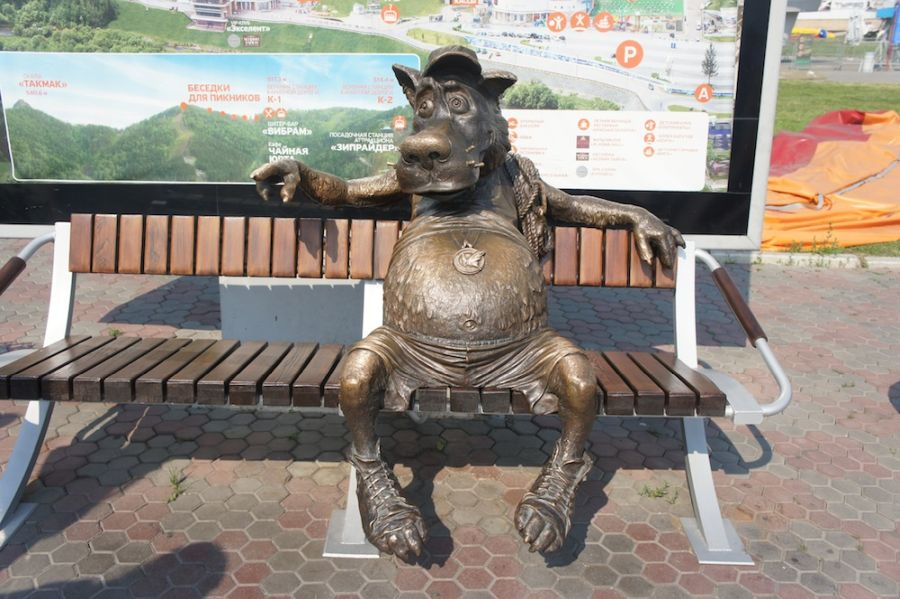 Скульптура Волк – спортсмен фото