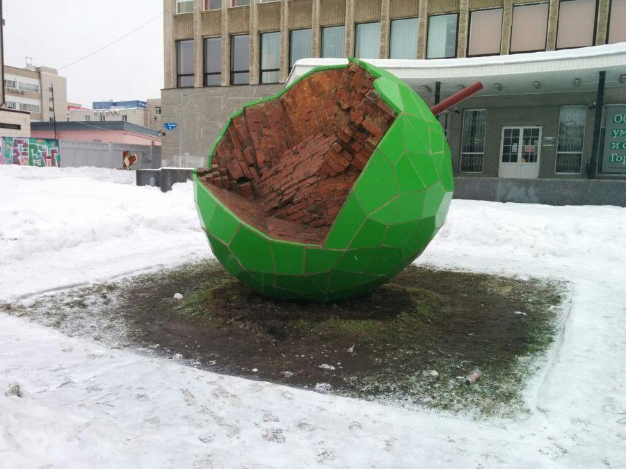 Скульптура Зеленое яблоко фото