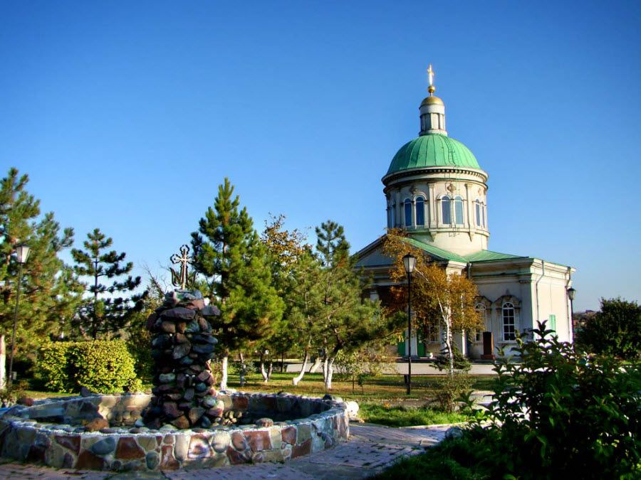 Церковь армянского монастыря Сурб-Хач («Святой крест») фото