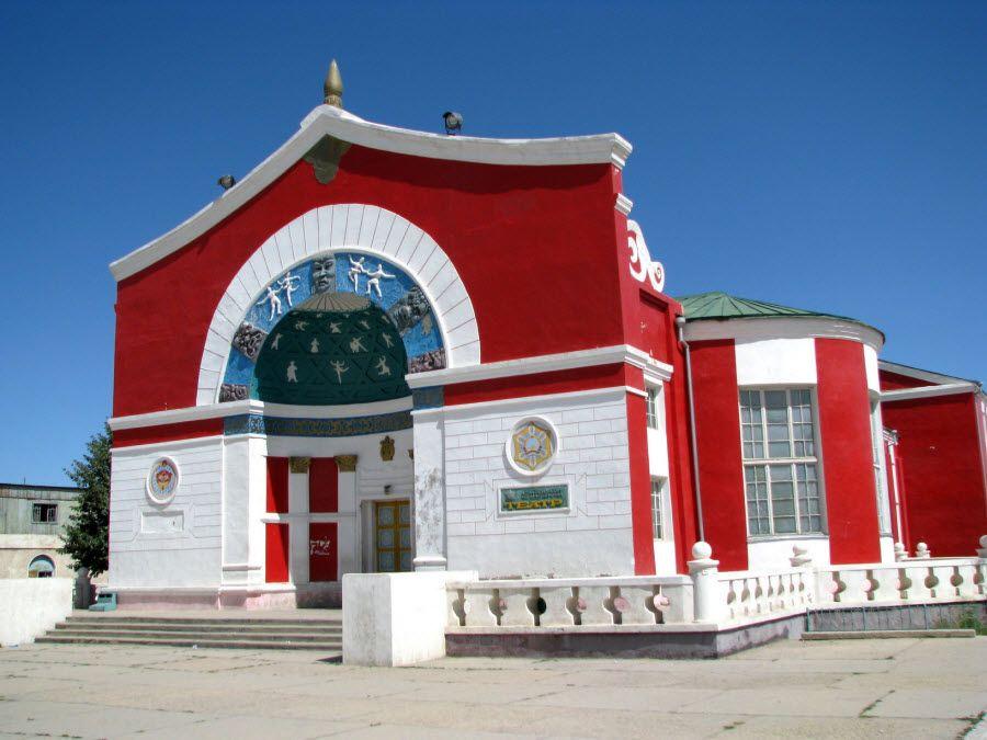 Фото старого театра в Ховде Монголия