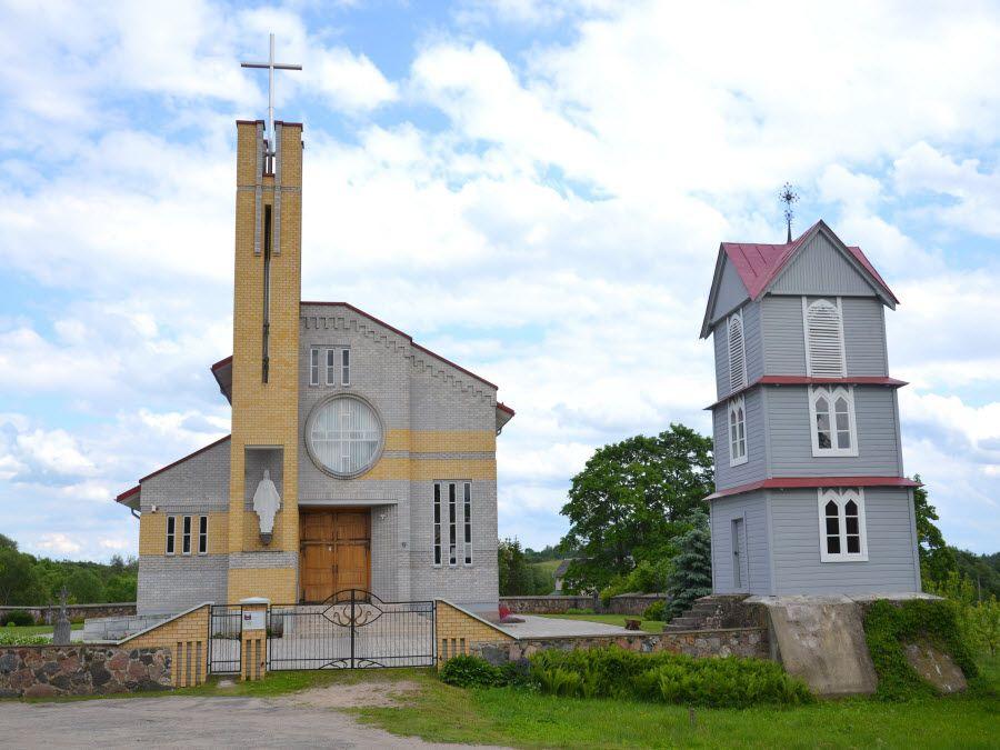 Фото старинной церкви Пакальниу в Утене. Литва