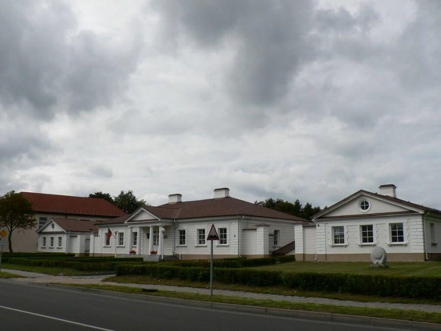 Утена – маленький городок в Литве фото
