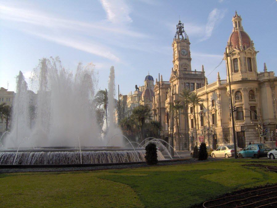 Вид на Сити Холл Валенсии фото