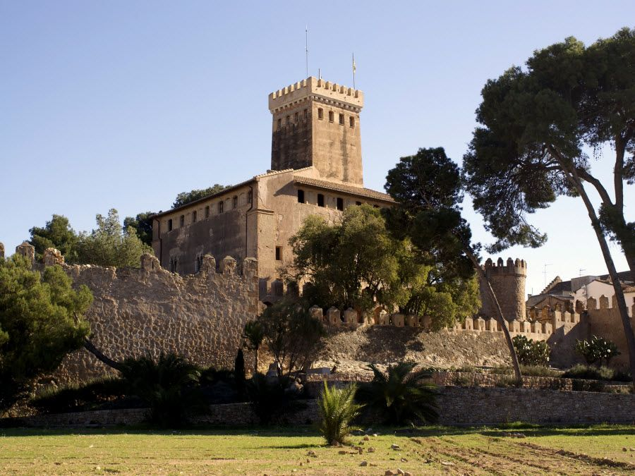 Вид на башни города Валенсия фото