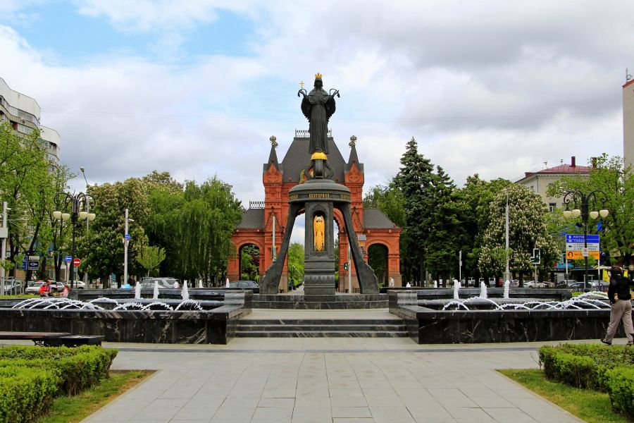 Памятник святой великомученице Екатерине фото