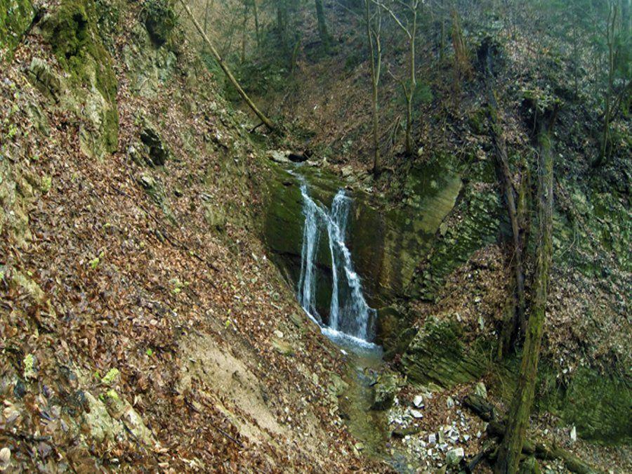 Водопады на реке Большая Собачка фото