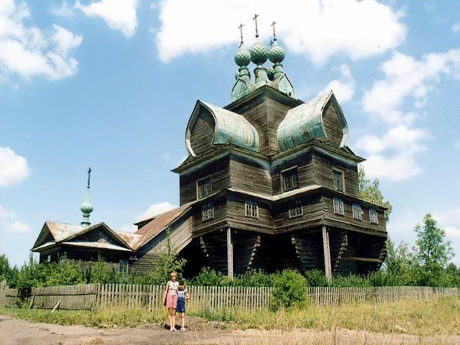 Удивительная Успенская церковь в Вологодской области фото
