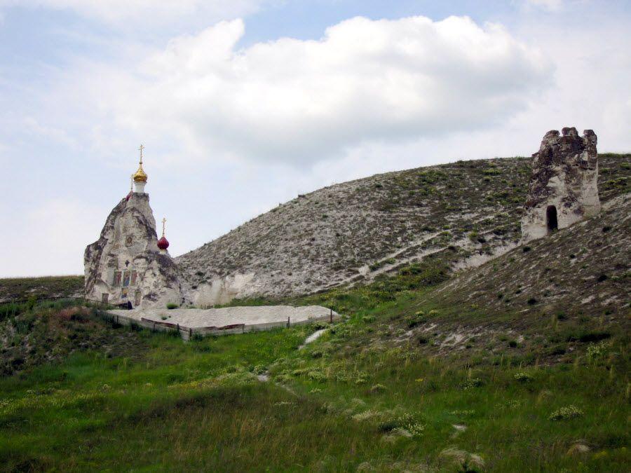 Фото монастыря в скале в Воронежской области