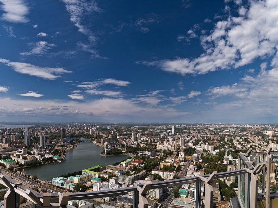 Панорама Екатеринбурга с небоскреба «Высоцкий» фото