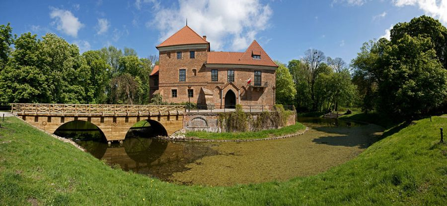 Замок Опоров фото