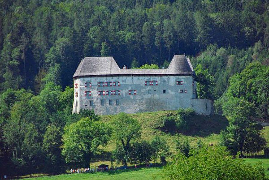 Замок Штауфенек фото