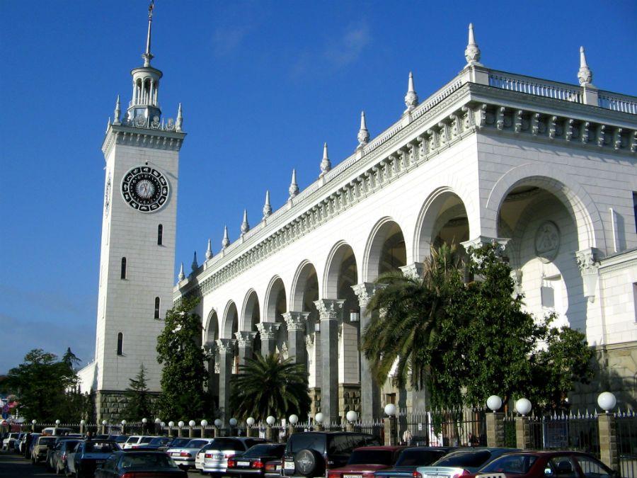 Железнодорожный вокзал Сочи фото