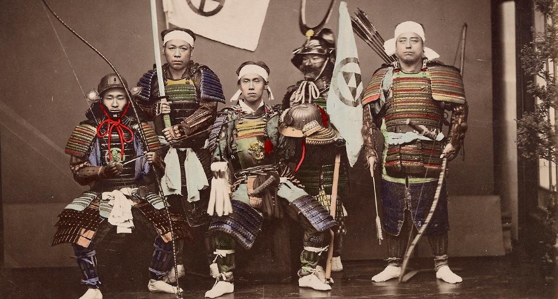 Самураи в традиционном снаряжении. Фото 19 века